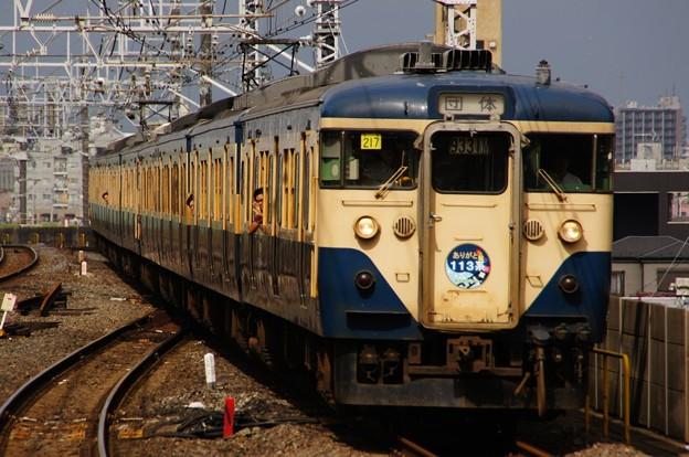 市川駅を通過する113系