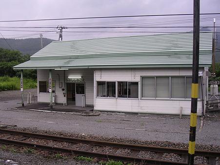 東鹿越駅舎