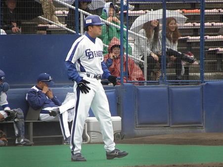 028 3塁コーチャーには、ナベさん