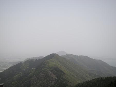 賤ヶ岳 遠くに山本山城