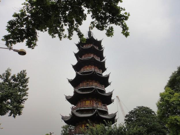 龍華寺 見上げる塔