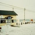 Photos: 冬の北浜駅とオホーツク海