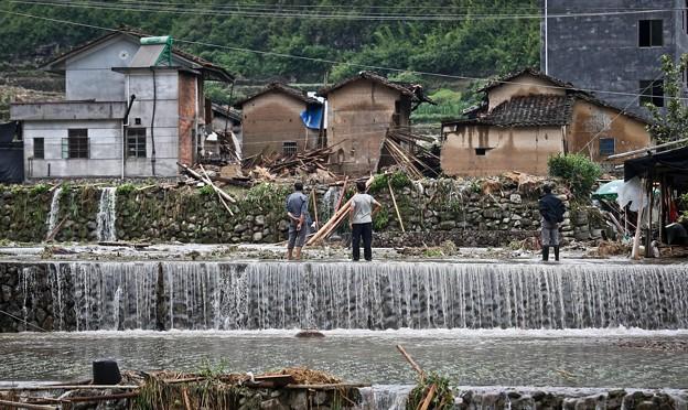 暴風雨で家が村が壊れちゃったby浙江省の農村 (2)