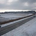 写真: 雪の利根川堤防