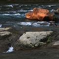 朝陽を浴びた岩