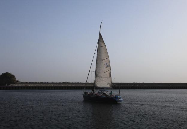 波切漁港を出港