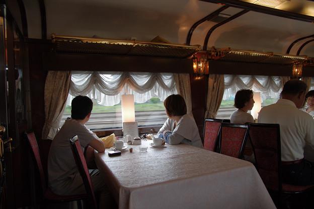 s7318_トワイライトエクスプレス_朝食の風景