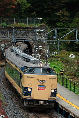 583系臨時列車「仙山もみじ狩り号」 面白山高原駅