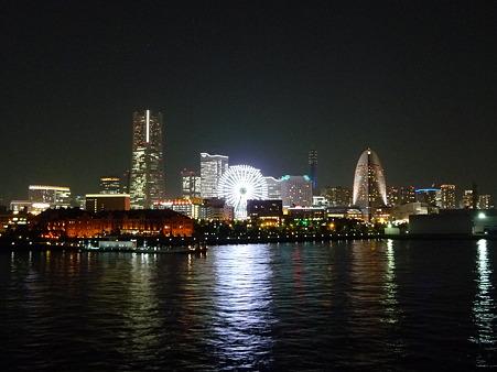 100922-大桟橋夜 (17)