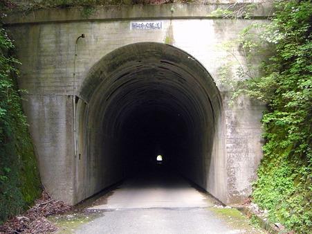 トンネル照明なし