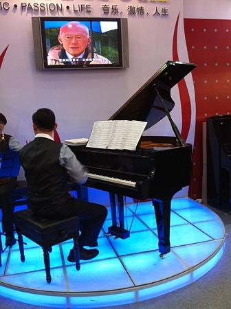 シンガポール製ピアノ