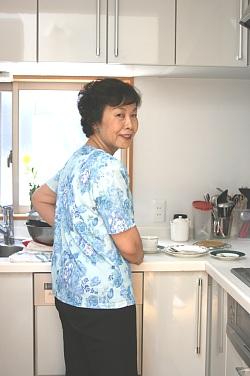 写真: キッチンにて