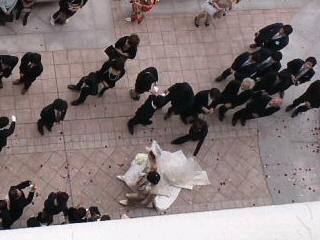写真: 宿泊しているホテルで結婚式...