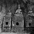 写真: 臼杵石仏・ホキ石仏第一群第三龕・如来三尊像  - 12