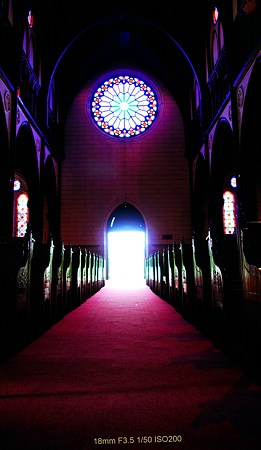 聖なる光の向こうに