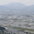 写真: 100512-37九州ロングツーリング・阿蘇山・大観峰からの畑1
