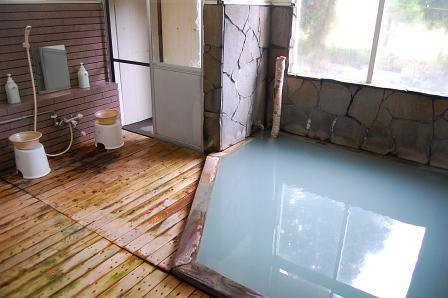 木のぬくもりあふれる内風呂