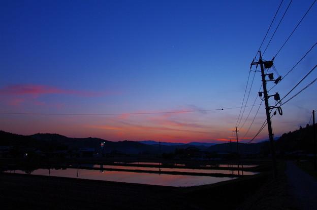 蒼い夕空に朱い残照