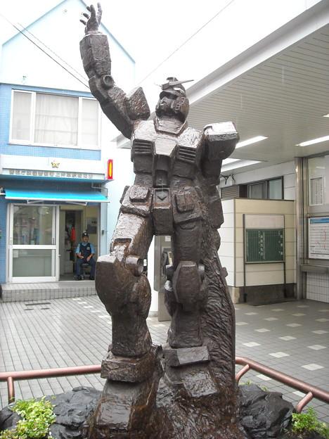 上井草駅前のガンダム像