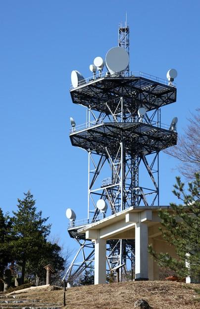 Photos: 富幕山休憩舎とNTTDOCOMO無線中継所無線中継所