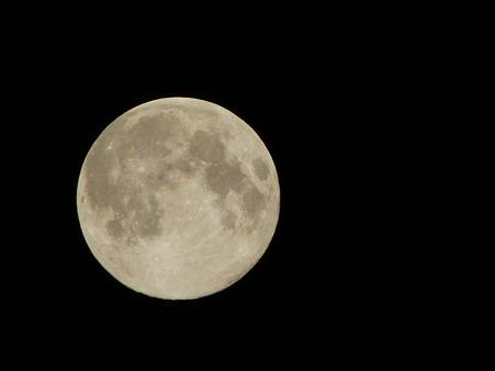 今年は中秋の名月が満月に