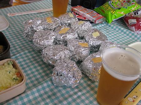 ミニおにぎりと円山動物園のビール