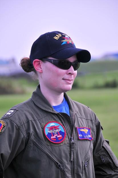 アメリカ兵女性パイロット・・20110703厚木基地開放