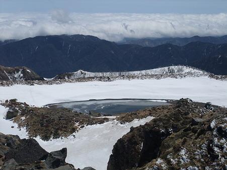 山頂にできた池