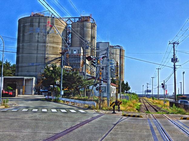『HDR』セメントサイロと鉄路