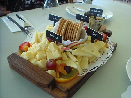 ガロさんの牧場でチーズの試食