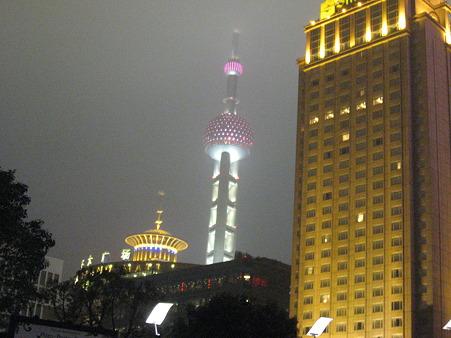 上海外灘からTV塔を寒さに震えながら見た