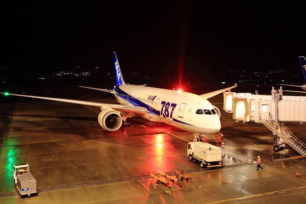 ボーイング787・夜の松山空港にて